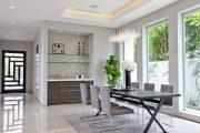 Фото 9 Стеклянные полки на стену: практичность, удобство и стиль для каждого