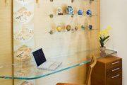 Фото 14 Стеклянные полки на стену: практичность, удобство и стиль для каждого