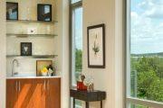 Фото 15 Стеклянные полки на стену: практичность, удобство и стиль для каждого