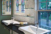 Фото 42 Стеклянные полки на стену: практичность, удобство и стиль для каждого