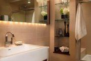 Фото 43 Стеклянные полки на стену: практичность, удобство и стиль для каждого