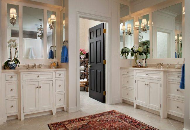 Темные двери как цветовой акцент в ванной в стиле модерн
