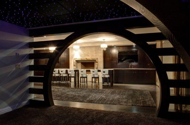 Имитация звездного неба на темном потолке с помощью подсветки