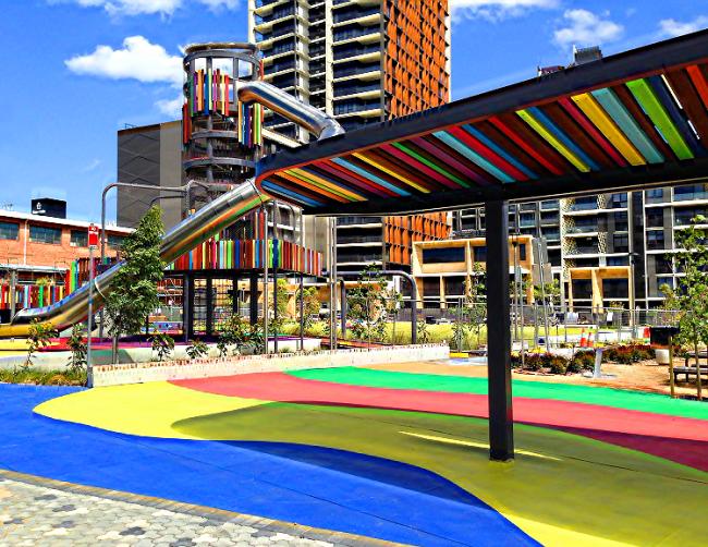 Покрытие для детских площадок из резиновой крошки — возможность создать комфортную и безопасную обстановку для игр ребенка