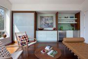Фото 14 Дизайн спальни-гостиной площадью 18 кв. м: продуманные идеи для комфорта и экономии пространства
