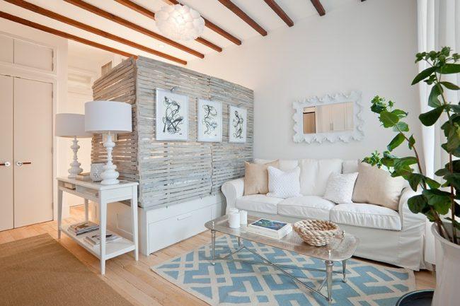 Уютная спальня-гостиная площадью 18 кв.м в стиле прованс