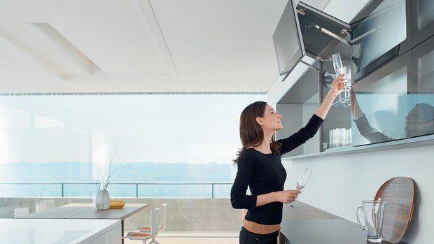 Большинство современных кухонных шкафов оснащено доводчиками