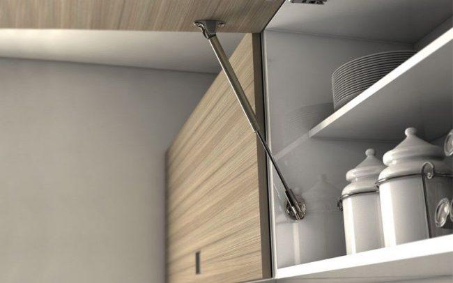 Газовый доводчик для шкафчика с подъемным механизмом