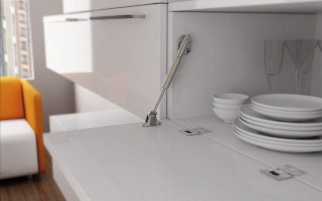 Доводчик на кухонных шкафах - это очень удобно