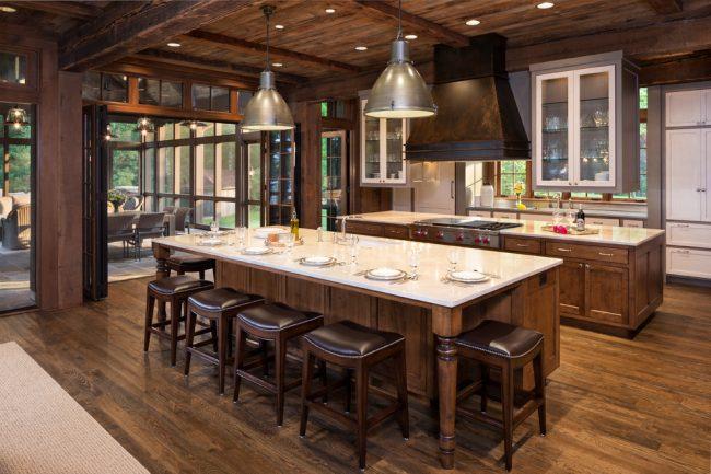 Кухня загородного дома в стиле рустика