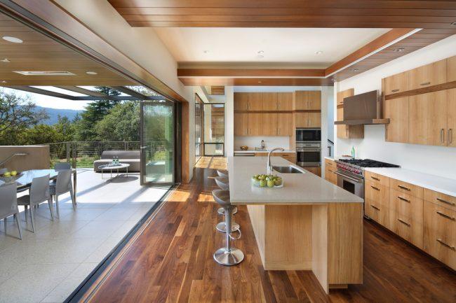 Дверь на кухню складная: установку складных дверей можно выполнить своими руками или предоставить это профессионалам