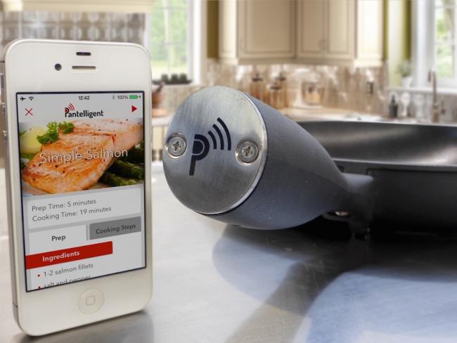 Гаджеты для кухни и дома: умная сковорода работает вместе со специальным приложением, в котром прежде чем положить что-либо на сковородку, нужно задать определенные параметры