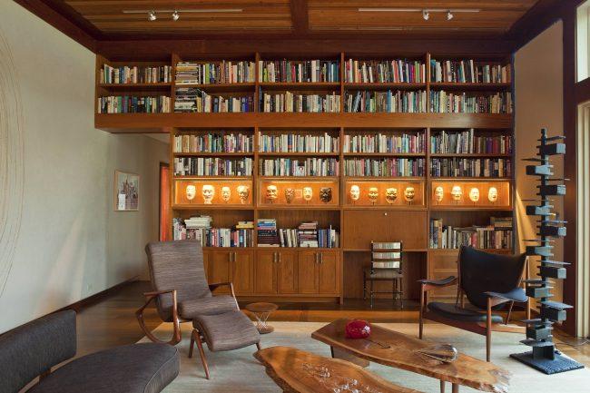 Кресла-качалки станут не только лишь любимым местом для пассивного отдыха, но и удачно дополнят дизайн интерьера любого жилища