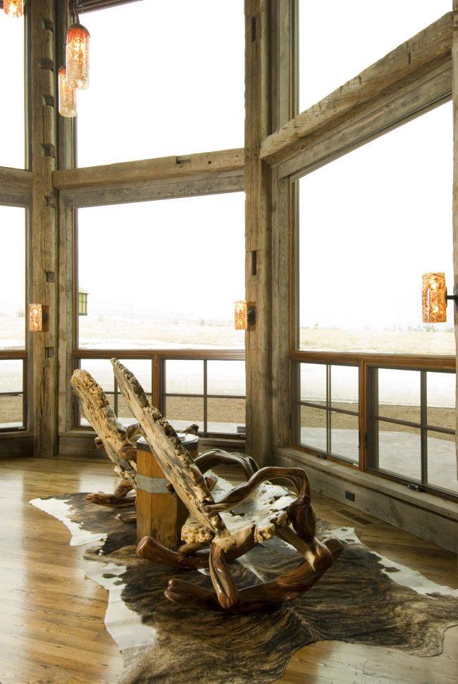 Кресла-качалки стиля рустика в интерьере веранды