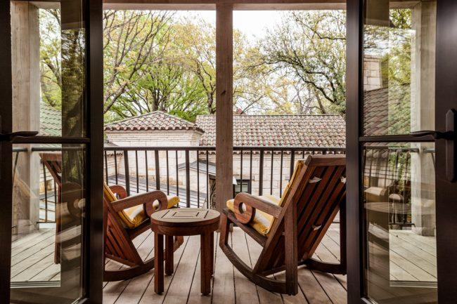 Чтобы кресло-качалка было не только красивым, но и удобным, нужно тщательно подойти к его выбору