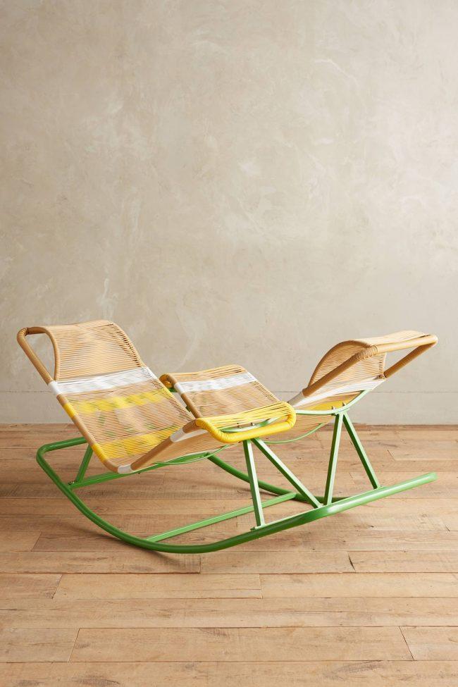 Двойное кресло-качалка с металлическим каркасом