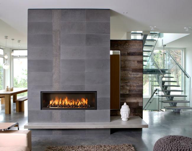 Электрические камины создают имитацию настоящего огня и являются самыми безопасными