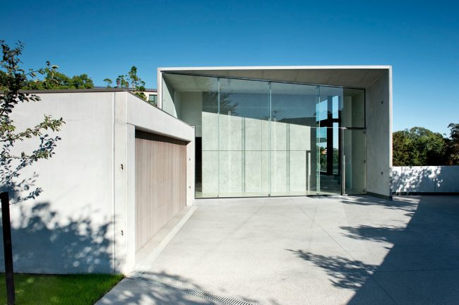 Стиль минимализм в дизайне частного дома с двойным гаражом