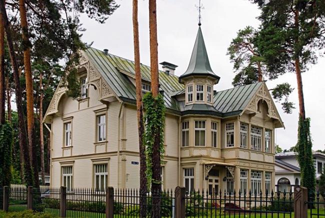 Дома с небольшими башенками можно часто встретить в Прибалтике