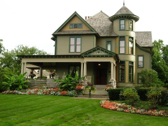Проект семейного дома с башней в викторианском стиле
