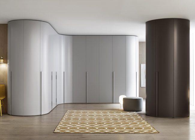 Радиусный шкаф-купе в интерьере стиля минимализм