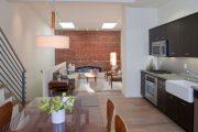 Фото 1 Стеклянный раздвижной стол для кухни: выбираем оптимальный вариант для интерьера
