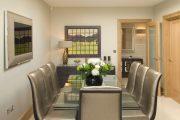 Фото 4 Стеклянный раздвижной стол для кухни: выбираем оптимальный вариант для интерьера