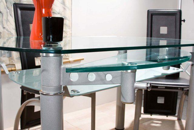 Раздвижной стеклянный стол для кухни круглой формы