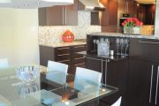 Фото 22 Стеклянный раздвижной стол для кухни: выбираем оптимальный вариант для интерьера