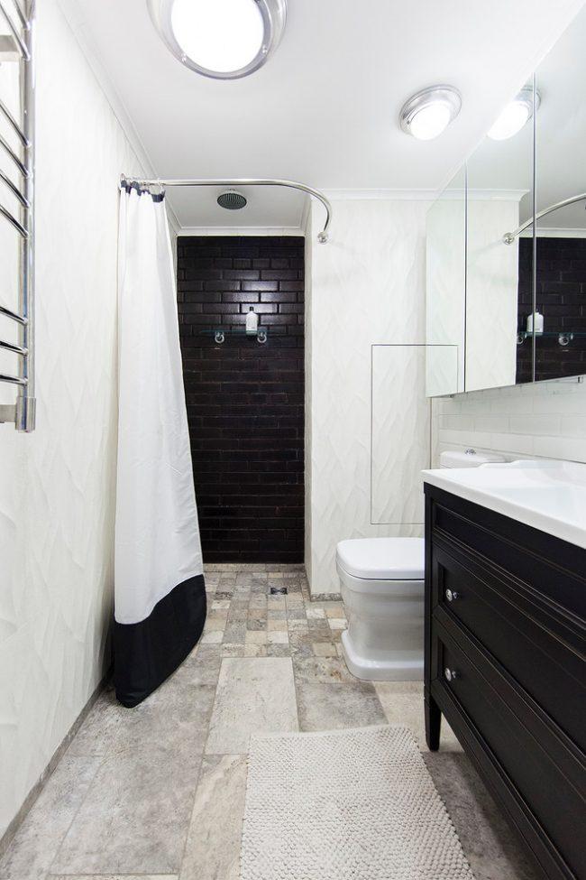 Черно-белый интерьер ванной комнаты в скандинавском стиле