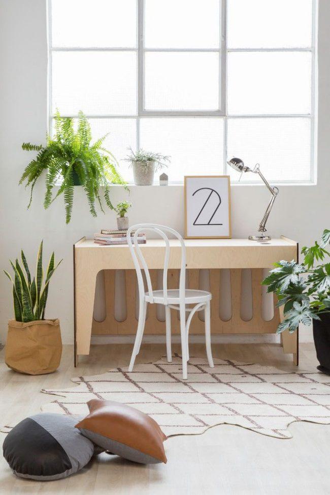 Белый венский стул в светлом скандинавском интерьере