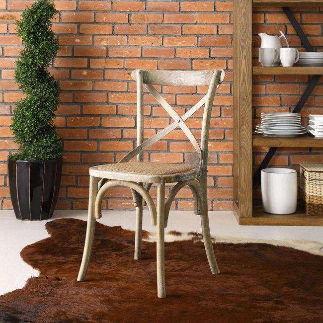 Красивый венский стул из неокрашенного дерева