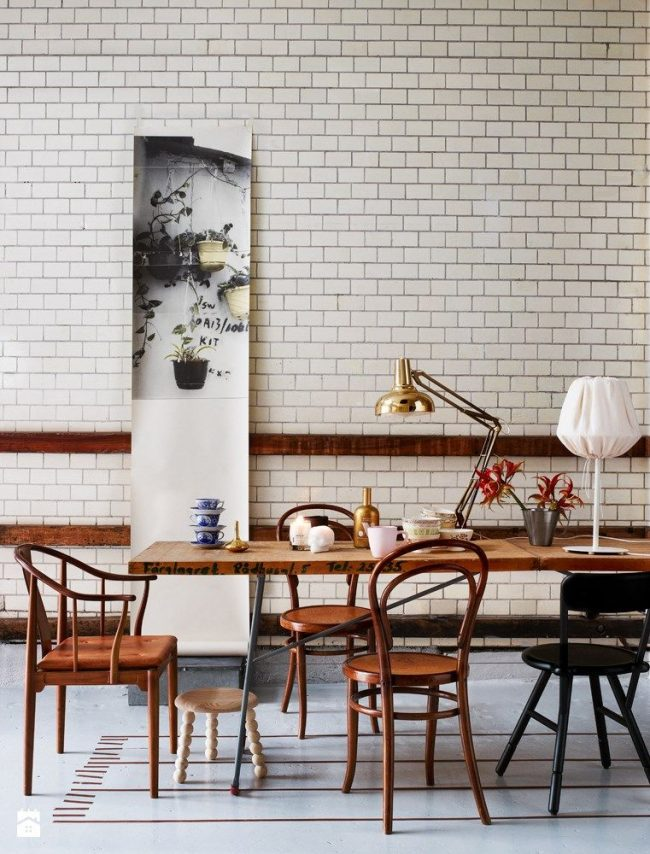 Стулья в венском стиле хорошо подходят к современным интерьерным решениям