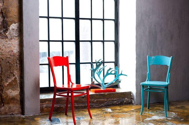Яркие венские стулья украсят современный интерьер