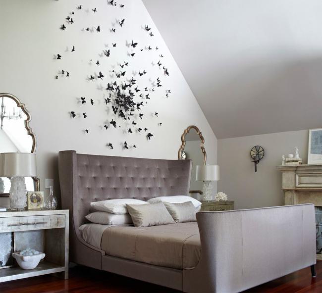 Классическая спальня с контрастным декором стены