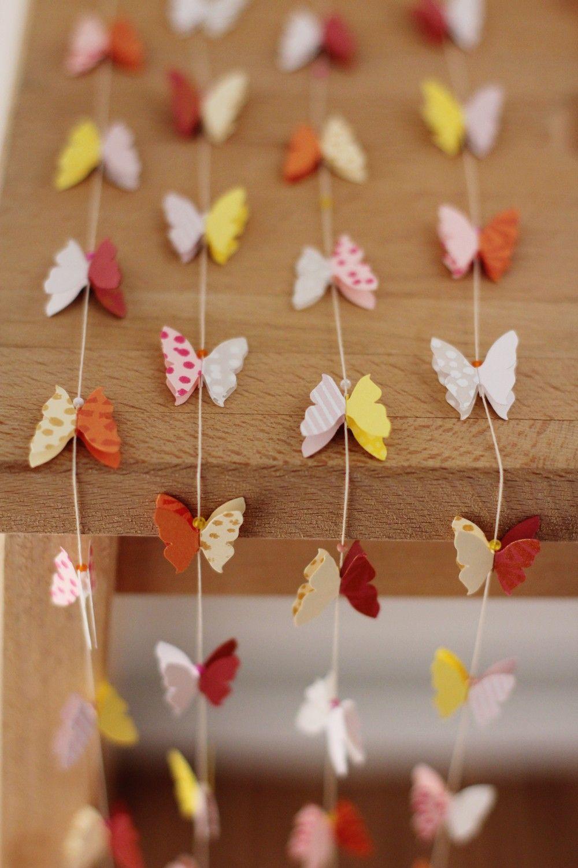 Как сделать гирлянду бабочек из бумаги своими руками