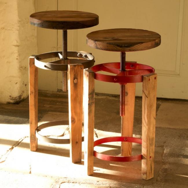 Самодельный барный стул с винтовым механизмом