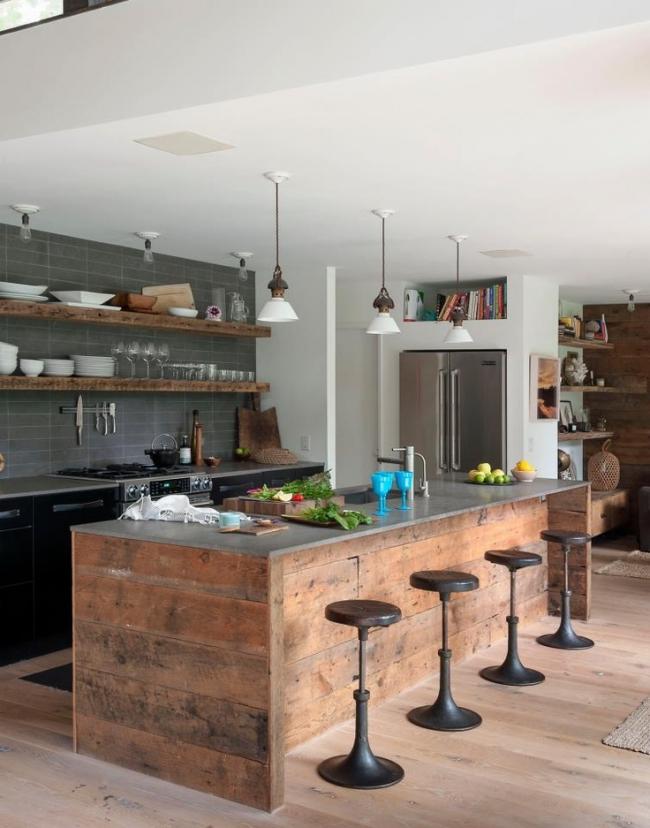 Кухня в индустриальном стиле с небольшими барными табуретами