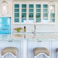 Цветные холодильники: яркие акценты против серой обыденности на кухне фото