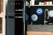 Фото 20 Цветные холодильники: яркие акценты против серой обыденности на кухне