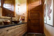 Фото 9 Филенчатые двери: что это такое и как выбрать идеальный вариант для своего дома