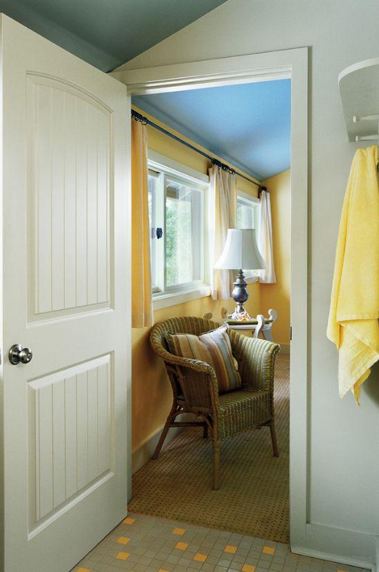 Деревянный каркас в сочетании с МДФ-панелями в филенчатых дверях