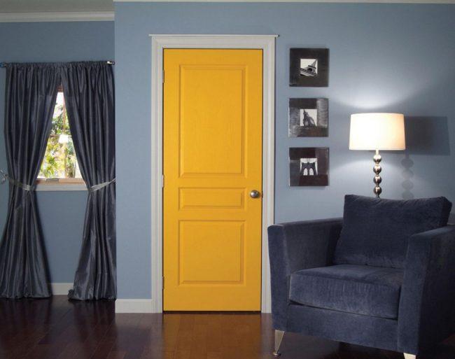 Филенчатые двери с большими вставками разных размеров