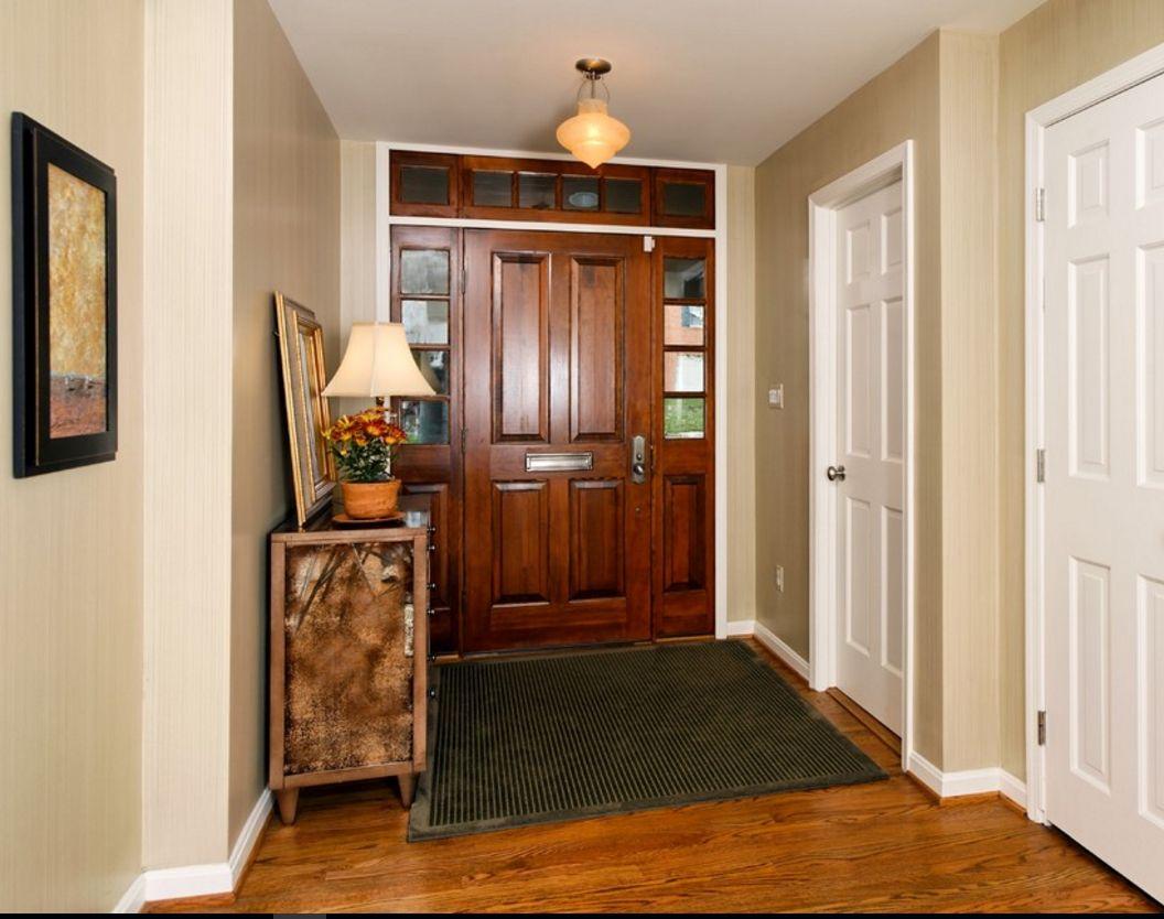 Интерьер коридора белые двери фото