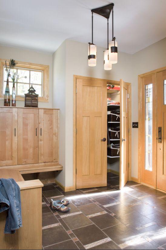 Карельская береза используется для дизайна входных дверей