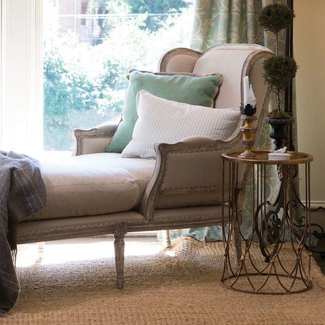 В разложенном виде французское кресло превращается в односпальную кровать