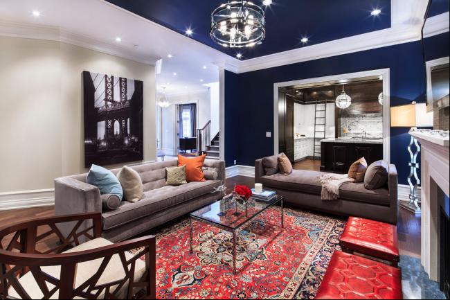Гостеприимные хозяева выберут для своей спальни удлиненные модели диванов, способные выдержать большие нагрузки