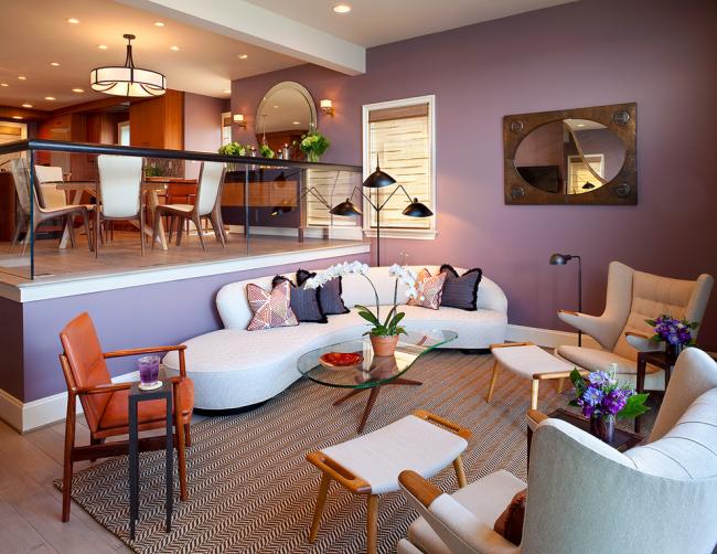 Округлая форма дивана подойдет для футуристического дизайна и открытой формы гостиной с минимум перегородок