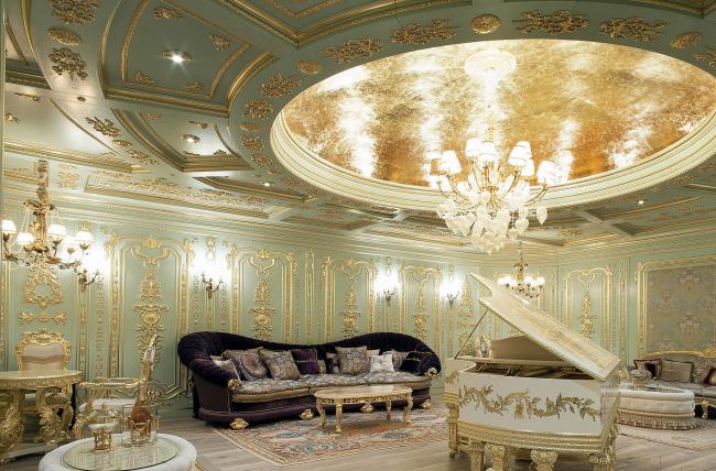 Имитация Версальского дворца: буазери с золочением от итальянской компании Modenese Gastone