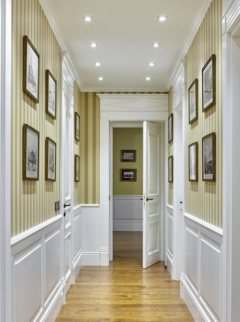 Поясные буазери зачастую используются в прихожей или в ванной. Стены над буазери украшают картинами или фотографиями
